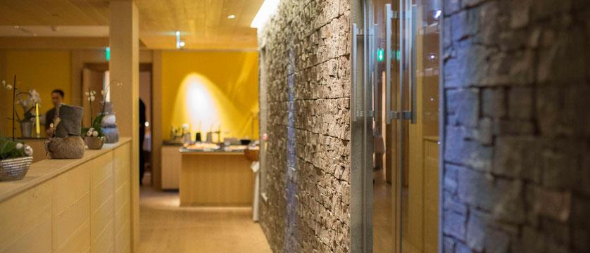 Switzerland_Wengen_Hotel-sunstar-alpine_restaurant.jpg